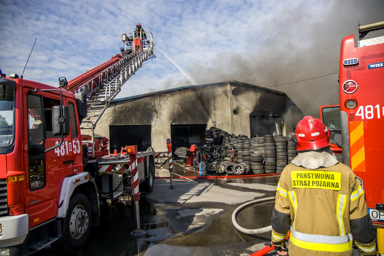 Pożar warsztatu wulkanizacyjnego w opolskim. Spłonęło składowisko opon