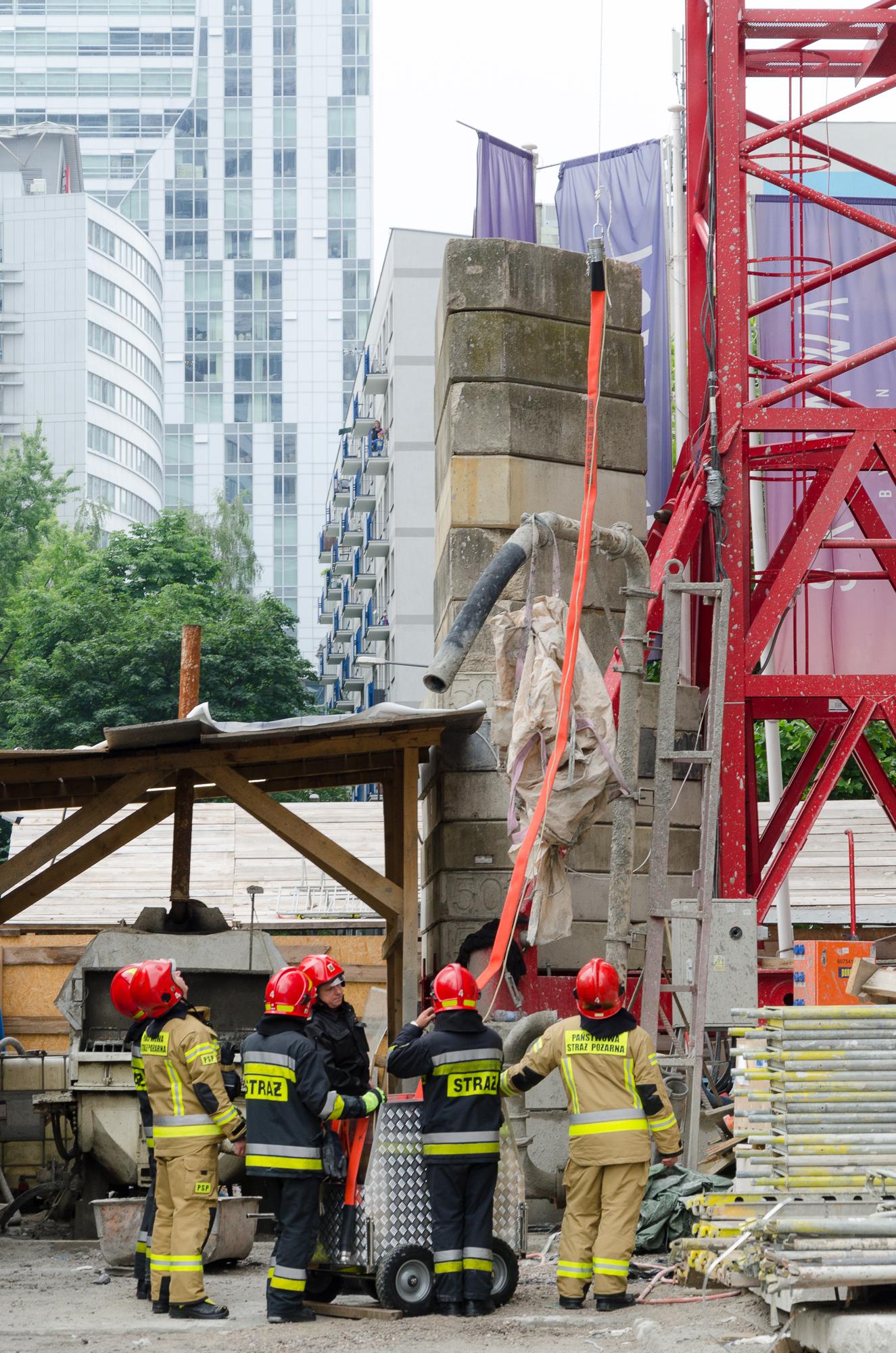 Stołeczni strażacy ćwiczyli na wieżowcu SKYSAWA